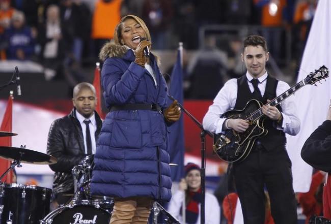Singer Queen Latifah performs