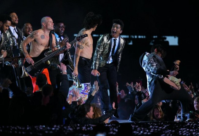 Red Hot Chili Peppers bassist Flea Red Hot Chili Peppers vocalist Anthony Kiedis and Recording artist Bruno Mars perform during the Super Bowl XLVIII half time show at MetLife Stadium. (Reuters)