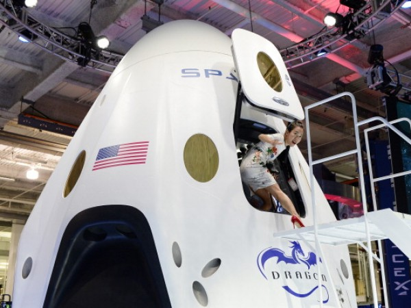 Space X and Boeing Compete to Build NASA 'Space Taxi'