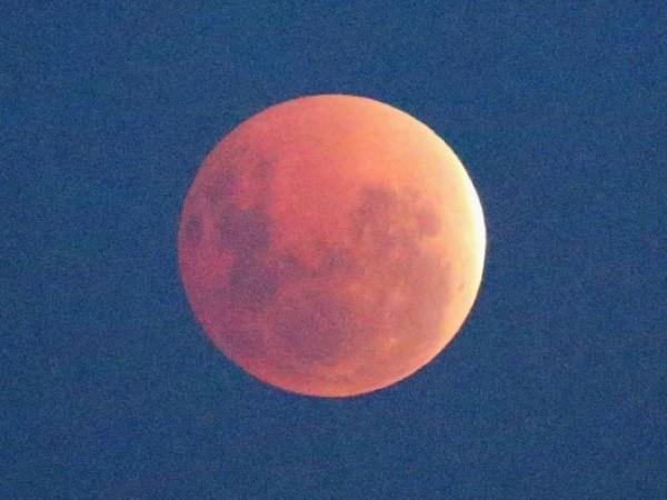 'Blood Moon' Appears In Melbourne Skies