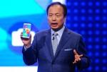 JK Shin with Samsung Galaxy S5