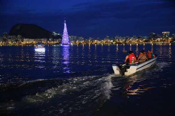 Rio Celebrates Holiday Season With Floating Christmas Tree
