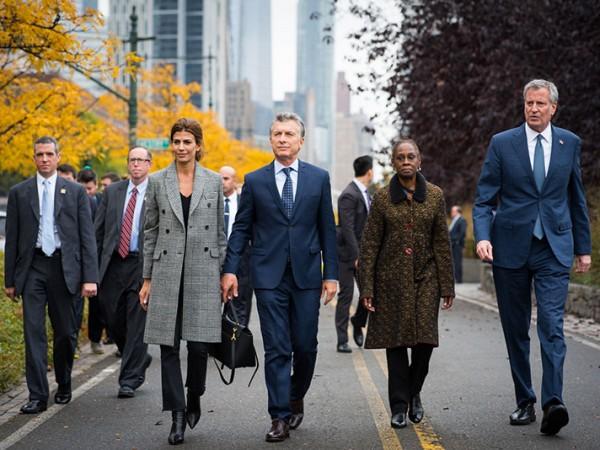 El alcalde de Blasio asiste a un tributo por las víctimas del ataque terrorista de Tribeca